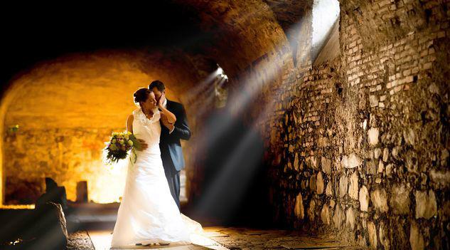 Beispiel: Brautpaar, Foto: Romantik Hotel Schloss Mondsee.
