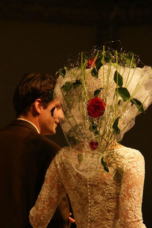 Beispiel: Haarschmuck, Foto: Sandra's Blütenzauber.