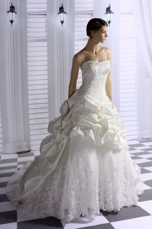 Beispiel: Wunderschöne Brautkleider, Foto: Prinzessin Brautmode.