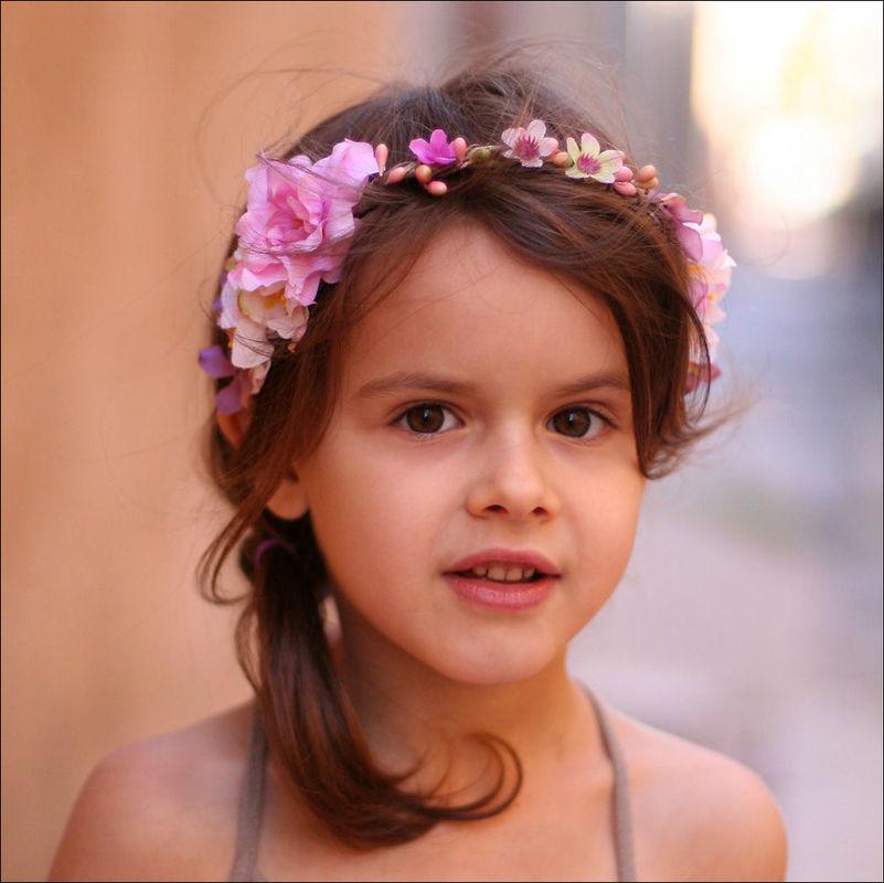 Couronne de fleurs pastel pour enfant. Fait main