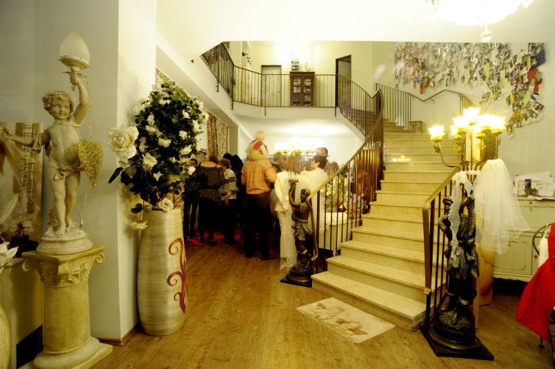 Beispiel: Romantisches Ambiente im Geschäft, Foto: Brautmoden mit Herz - Elke Derks.