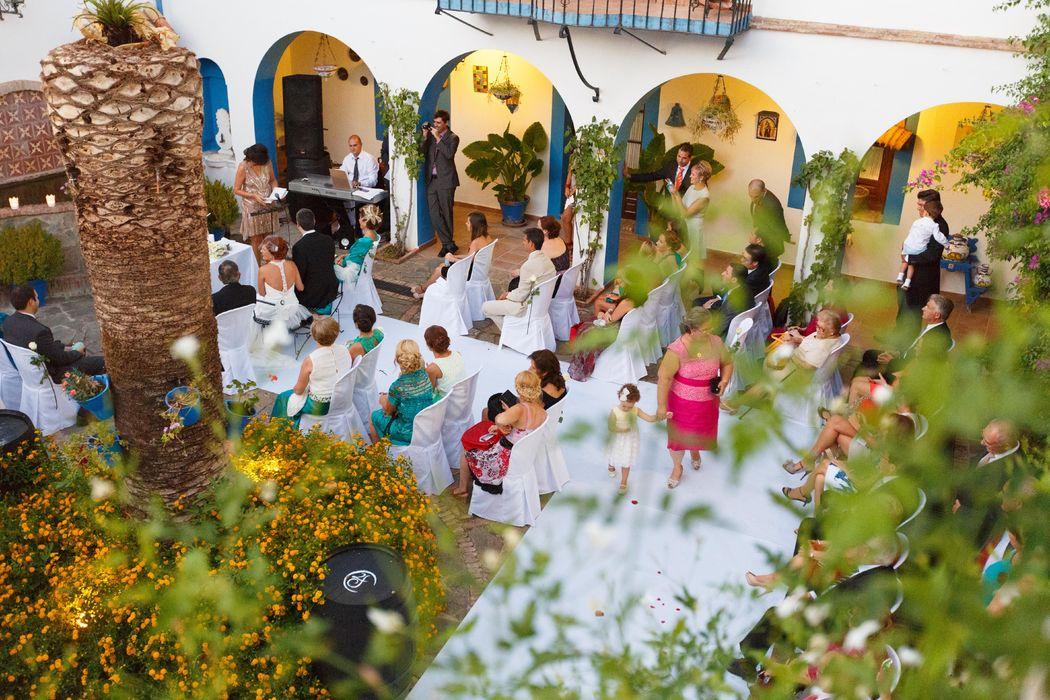 Ceremonia en Patio de Dos Fuentes