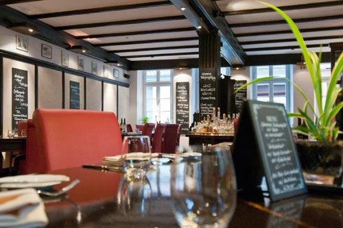 Beispiel: Restaurant - Tischgedeck, Foto: Gasthaus Backmulde.