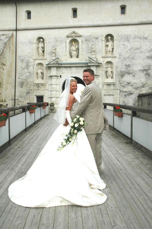 Beispiel: Glückliches Brautpaar, Foto: Burg Forchtenstein.