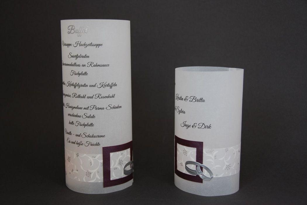 Menü- und Sitzordnungsrollen aus Transparentpapier. Dekoration wird der Einladung angepasst, Foto: Cardlove.de.
