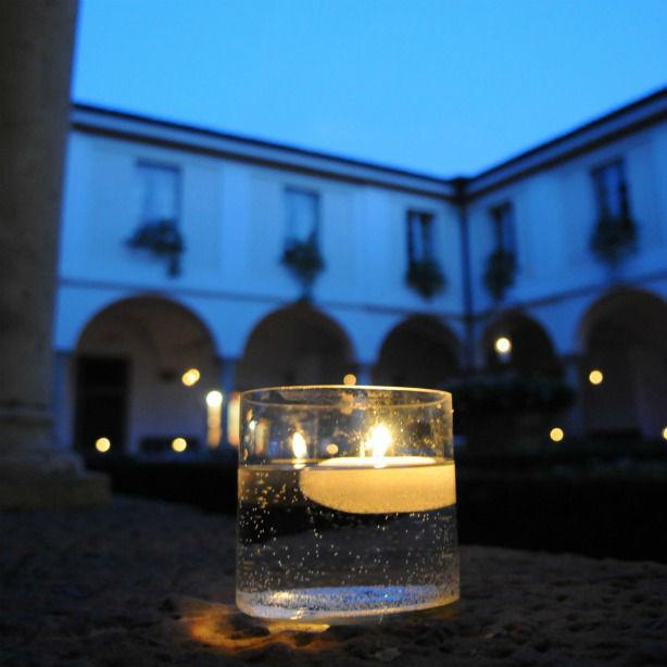 Romanticismo nel chiostro di castello degli Angeli