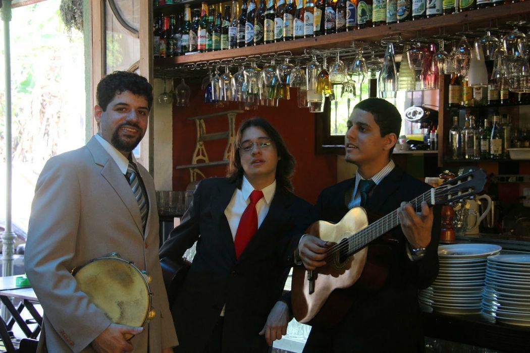 Trio de Couro e Cordas.
