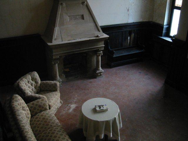 Beispiel: Zimmer mit Kamin, Foto: Schloss Beesenstedt.