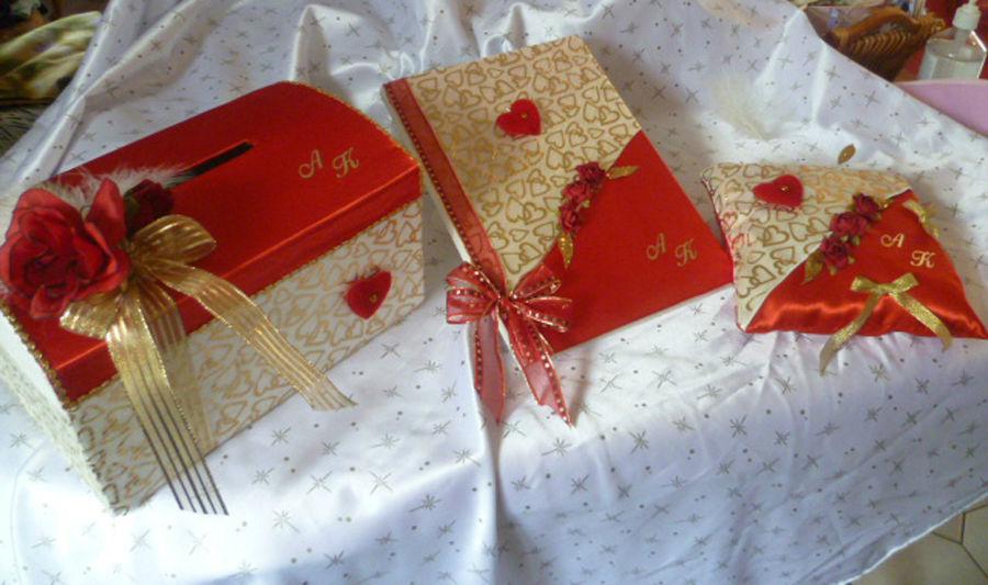 urne, livre d'or et coussin, satin ivoire rouge et organza coeurs dorés, stylo assorti