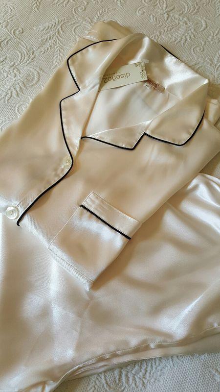 Pijama raso crudo ribete negro