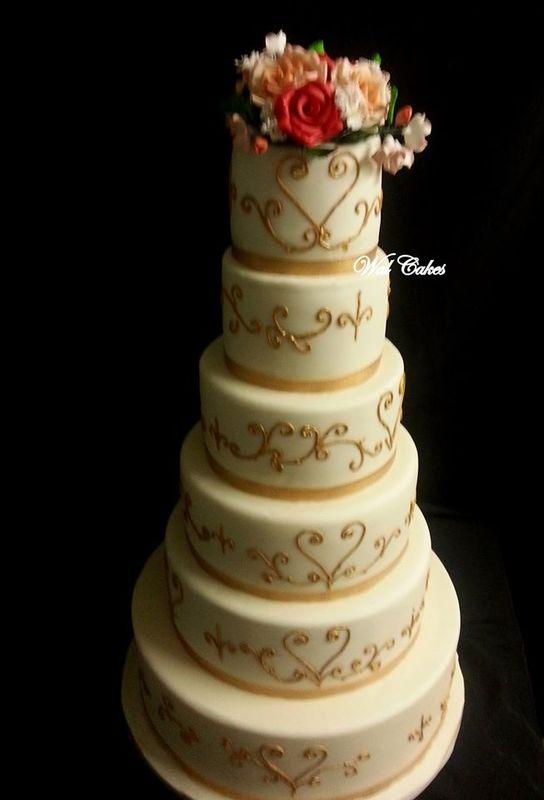 wedding cake peint et bouquet de roses
