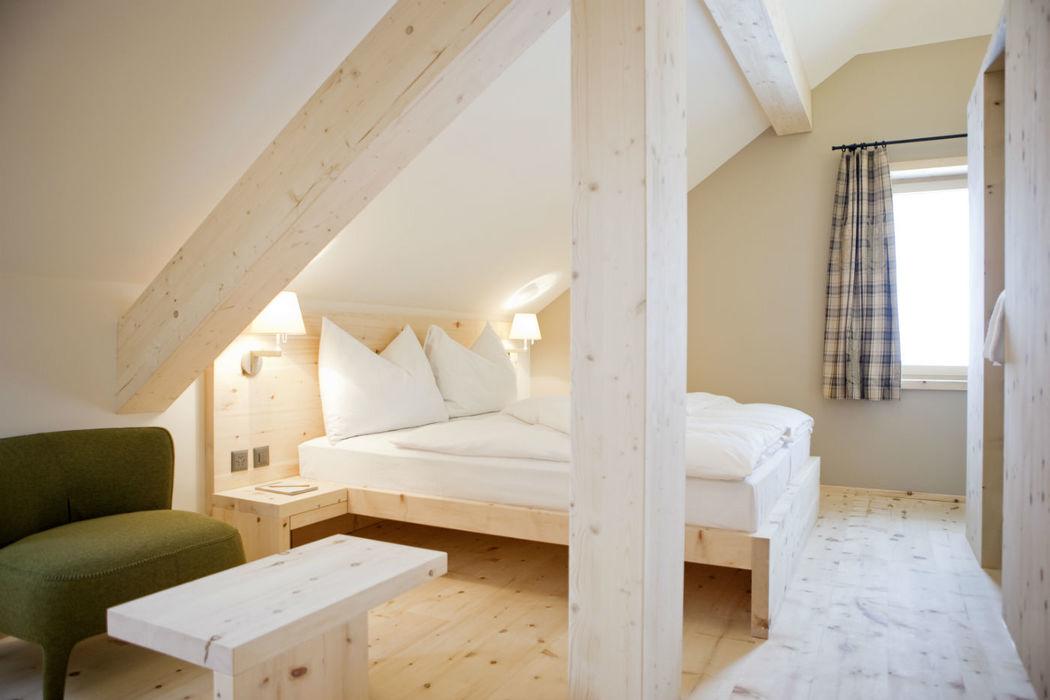 16 heimelige Arvenholz-Zimmer