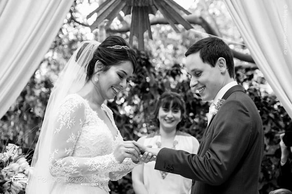 Casamento de Cinthia e Rodson. Celebração: Babi Nascimento. Foto: Felipe Rezende.