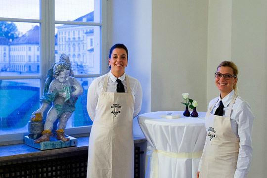 Beispiel: Freundliches Fachpersonal, Foto: Kuffler Catering.