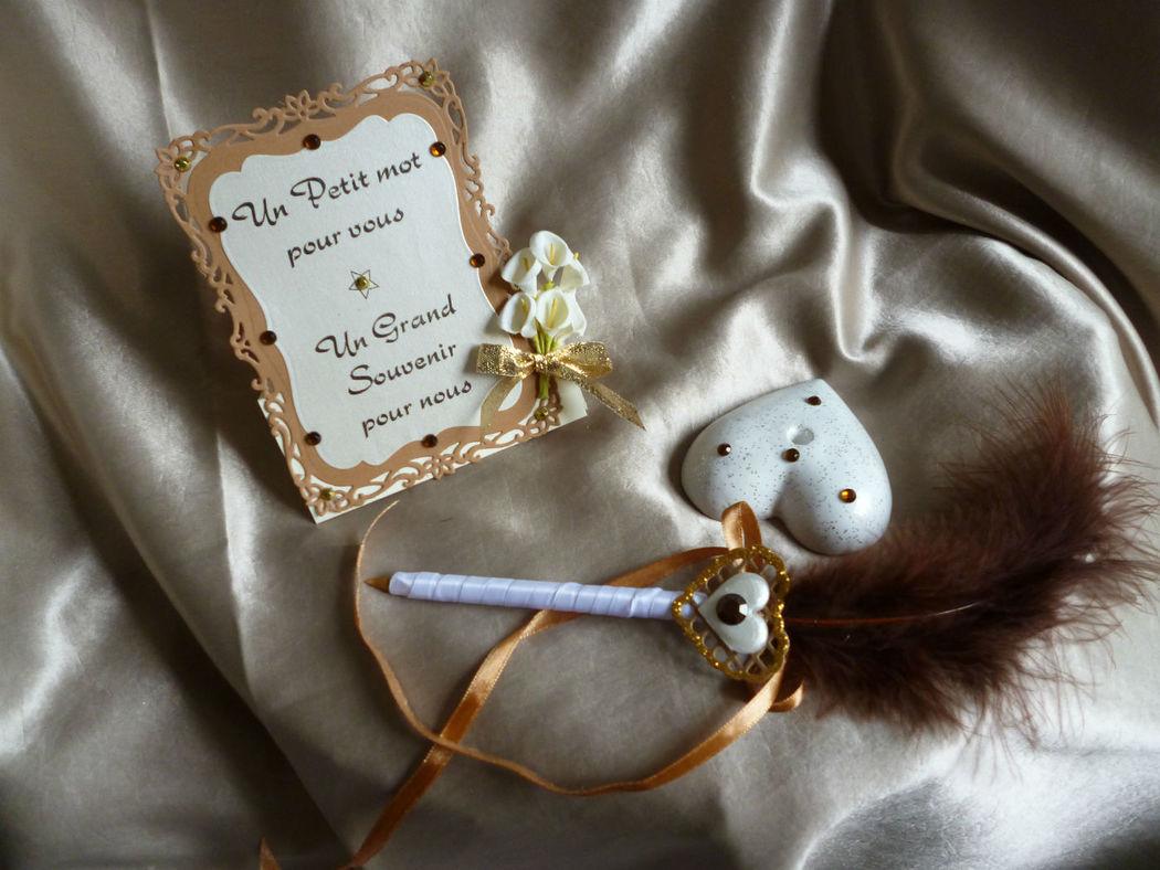 pour accompagner  votre livre d'or, stylo sur socle coeur avec sa petite carte de remerciements thème orchidées et coeur