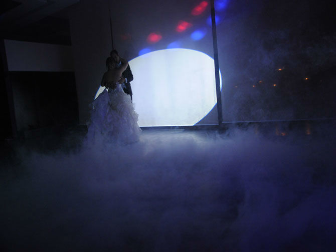 Criamos efeitos especiais personalizados, para que a sua abertura do baile seja memorável.