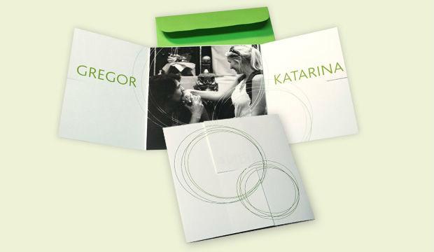 Beispiel: Hochzeitseinladungskarte mit Foto, Foto: Designbureau Simone Metelko-Kager.