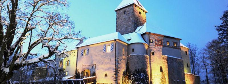Beispiel: Burg bei Nacht, Foto: Burg Wernberg.