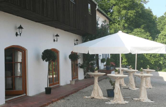Beispiel: Stehempfang im Innenhof, Foto: Gut Thurnsberg.