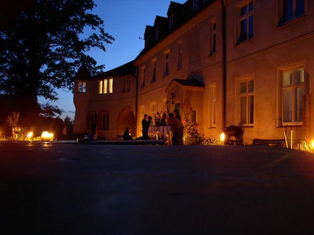 Beispiel: Außenansicht beleuchtet, Foto: Schloss Neuhausen.