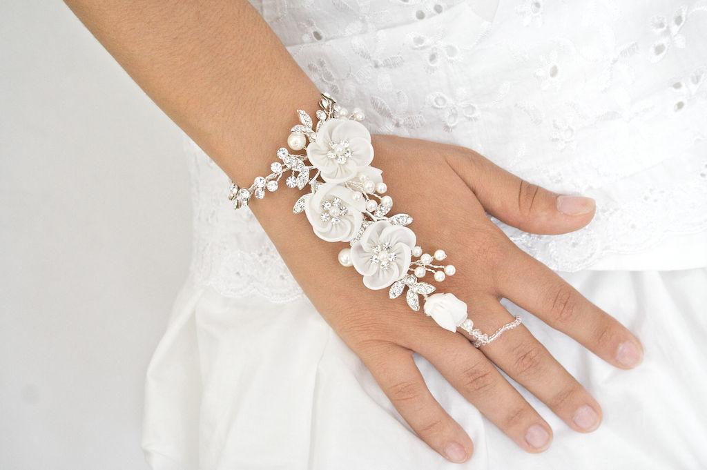 Arya Italian Jewels - Gioielli Sposa e Matrimonio - Baciamano con fiori e strass Swarovski