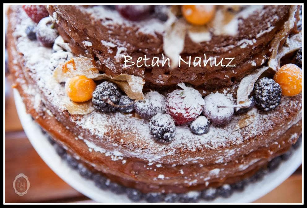 Naked cake com mix de frutas