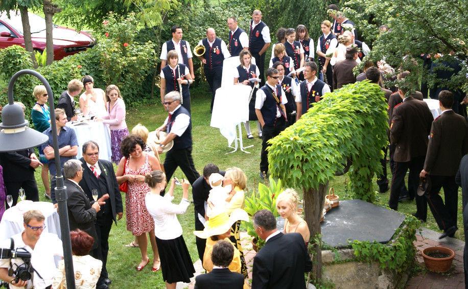 Beispiel: Hochzeitsgesellschaft, Foto: Altes Brauhaus.