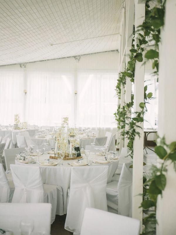 Оформление ресторана в белых тонах