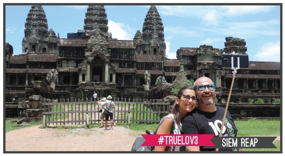 selfie romantico di fronte a la meraviglia del mondo: Angkor Wat