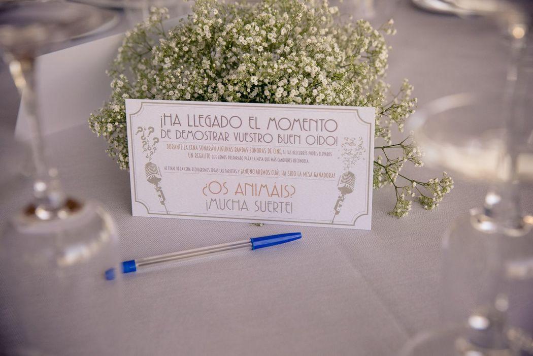 We Are. - Wedding planner. Detalle juego canciones en mesa. Diseño y Organización de boda.