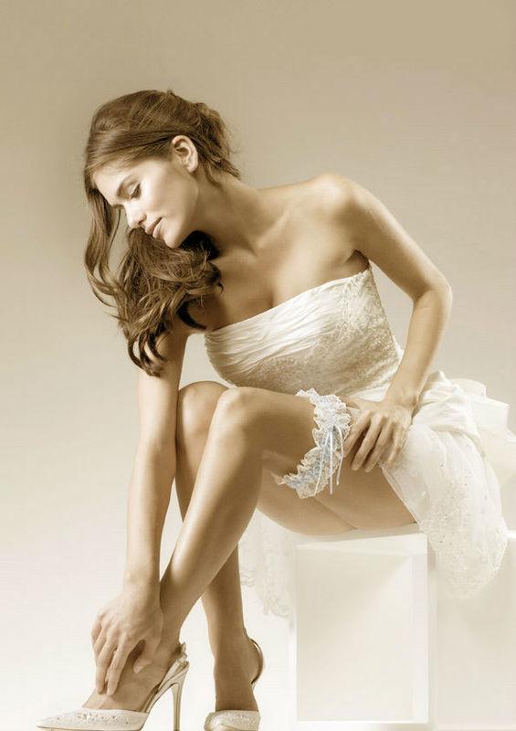 Beispiel: Strumpfbänder für die Braut, Foto: feminin Braut- und Abendmode Accessoires.