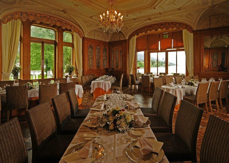 Beispiel: Festlich gedeckte Tische im Alfred de Rougemont Saal, Foto: Schloss Schadau Thun.