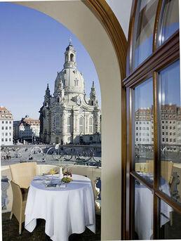 Beispiel: Terrasse mit Blick auf Frauenkirche, Foto: Restaurant Heinricus.