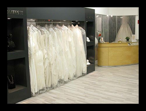 Beispiel: Breite Auswahl an Brautkleider, Foto: Chic Cheri Brautmode.