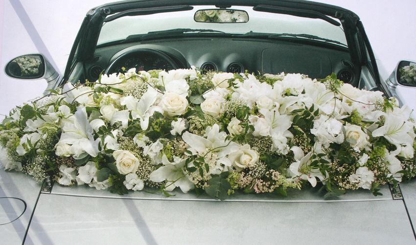 Beispiel: Autoschmuck, Foto: 1A Blumen Halbig.