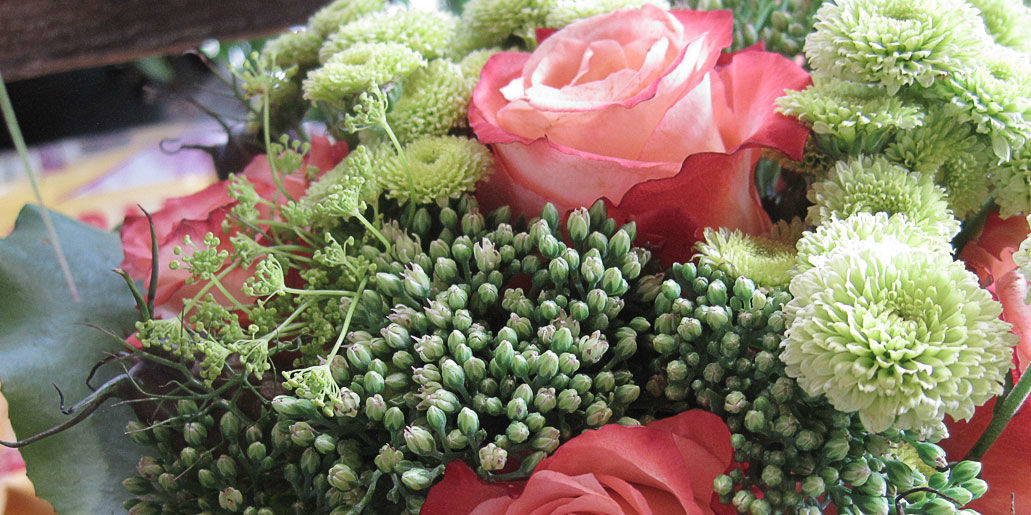 Beispiel: Mini-Blumengedeck, Foto: Blumen Hetzer.