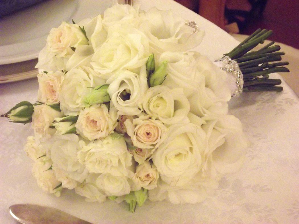 bouquet roselline e lisianthus