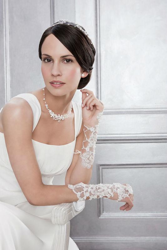 Beispiel: Brauthandschuhe, Foto: Bigis Schatzkiste.
