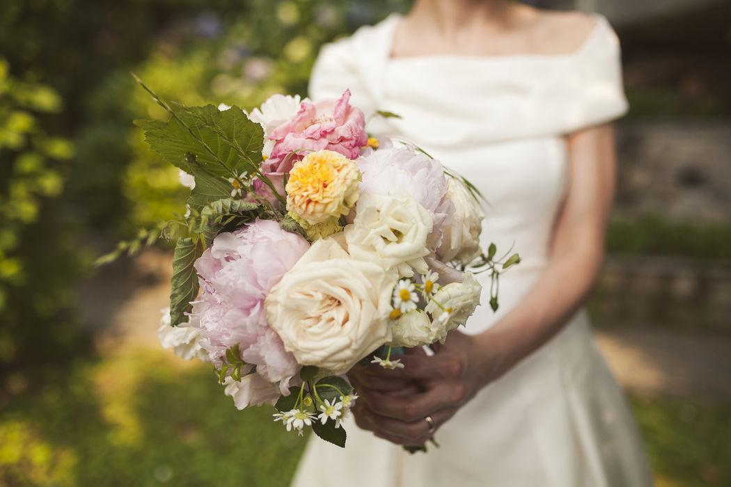 Fiordifragola - bouquet sposa colorato - alice nel paese delle meraviglie Photo by Studio Rainbow