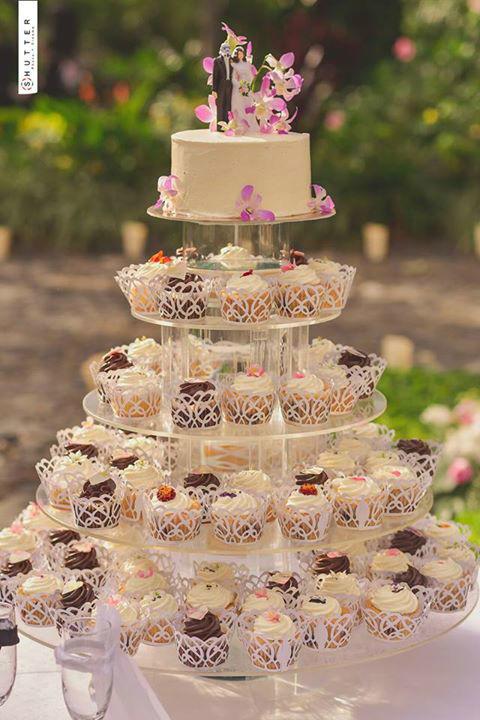 Torre de Cupcakes Gourmet  personalizada para una boda