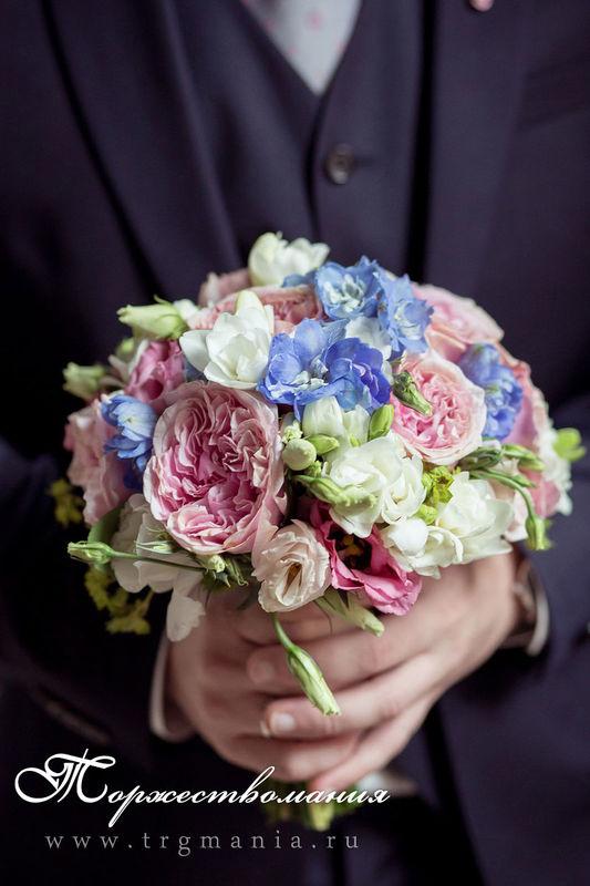 пионовидные розы в букете невесты от студии декора и флористики торжествомания