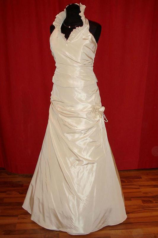 Beispiel: Individuelle Brautkleider, Foto: Der Brautladen.