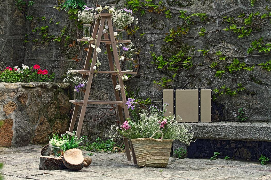 Rincón florar con escalera estilo campestre