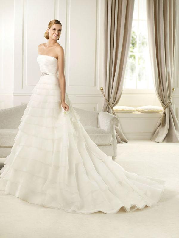 Beispiel: Brautkleid, Foto: Das Brautkleid.
