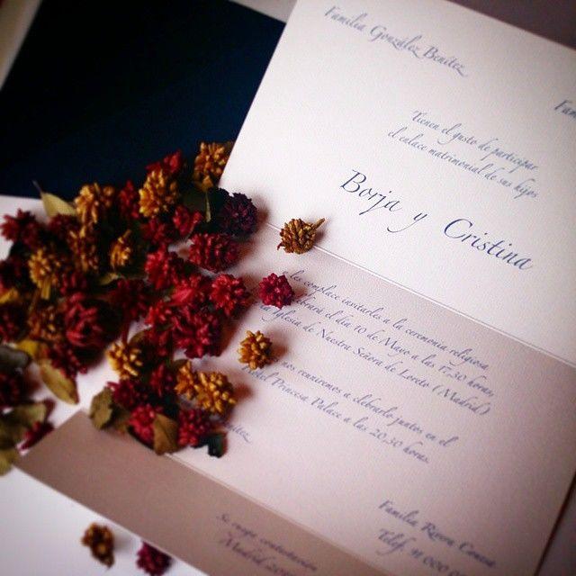 Diferentes modelos de invitación clásica, en este caso doblado en tres partes.
