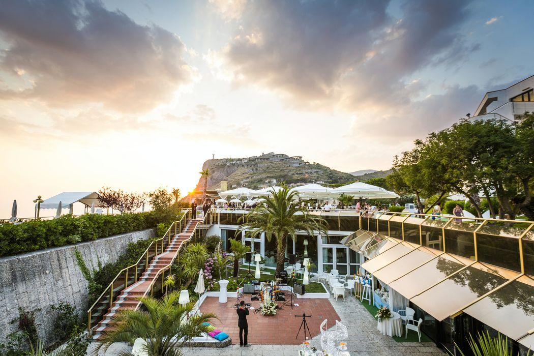 Grand Hotel Pianeta Maratea - il giardino in allestimento    -  photo: http://www.ndphoto.it/