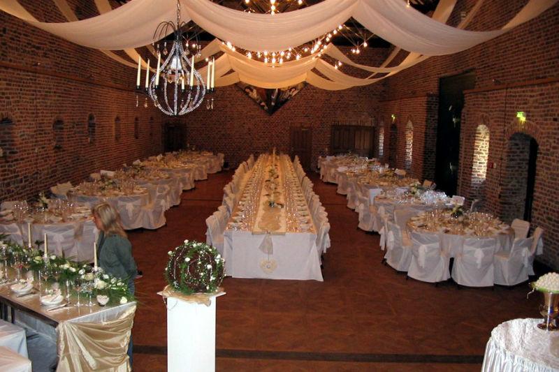 Beispiel: Hochzeitstafel Winkelsaal, Foto: Schloss Burgau.