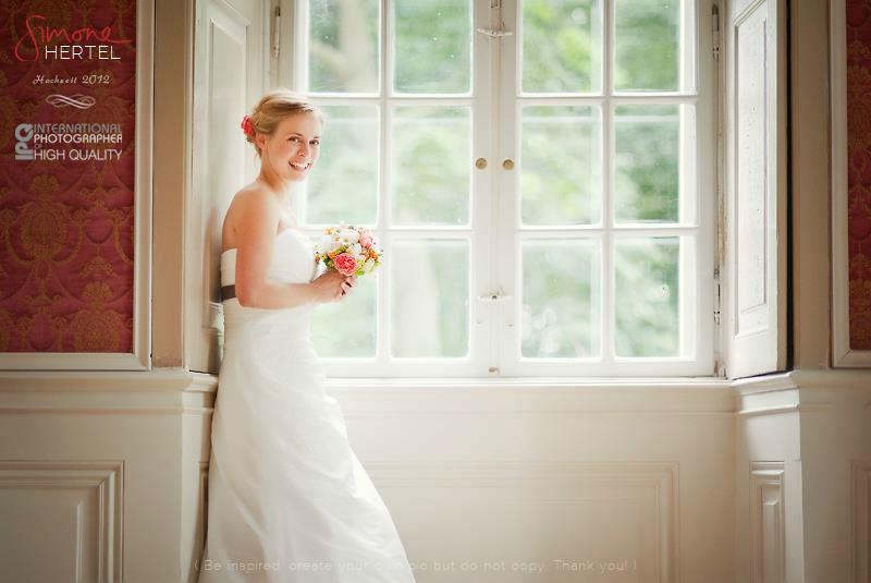 Beispiel: Braut am Fenster, Foto: Simone Hertel.