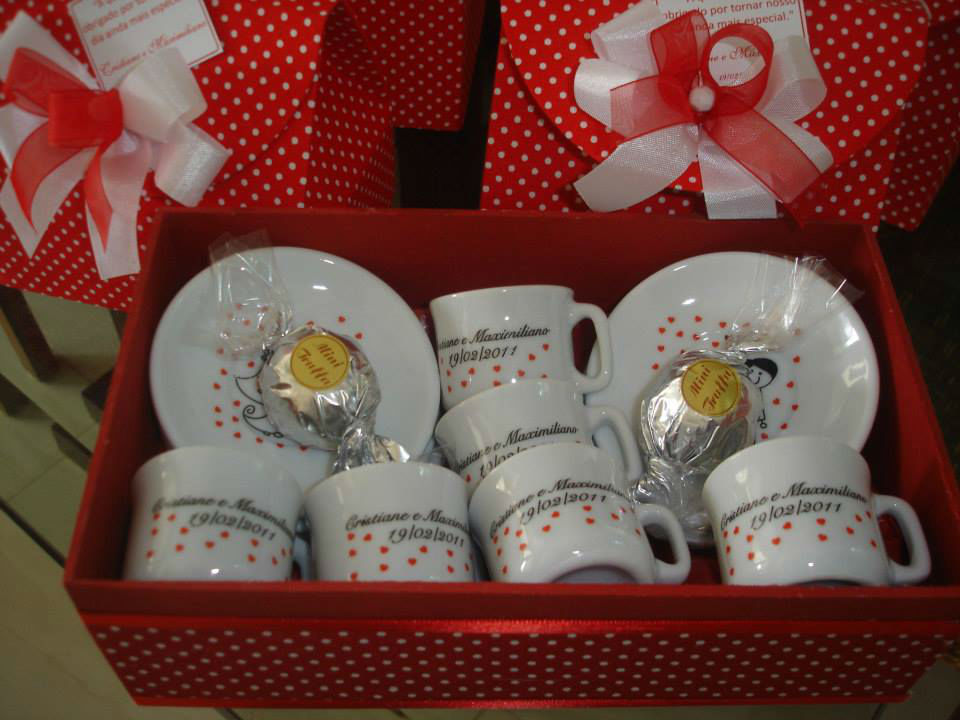 Caixa com jogo de 6 xicaras café golinhos para os pais, com 2 trufas - São Paulo.
