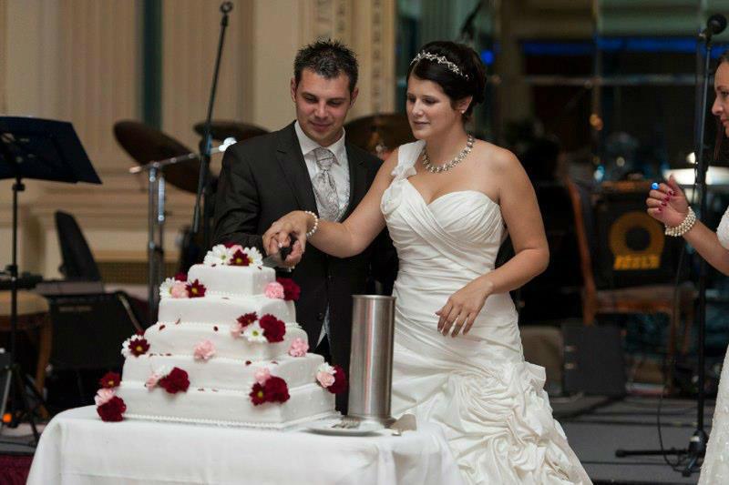 Beispiel: Anschneiden der Hochzeitstorte, Foto: Hochzeitswerkstatt.